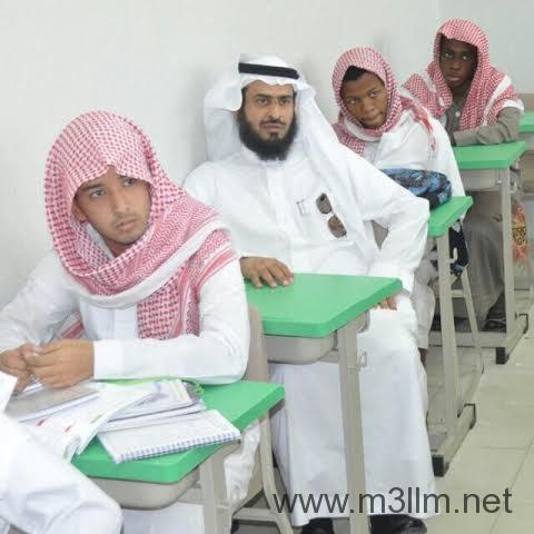 مدير تعليم مكة يستجيب لطالب استوقفه ويجلس بمقعده إعجاباً بمشاركته