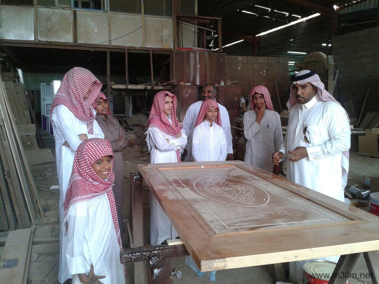 ثانوية عبدالله بن سلمة في جولة للتعرف على المهن