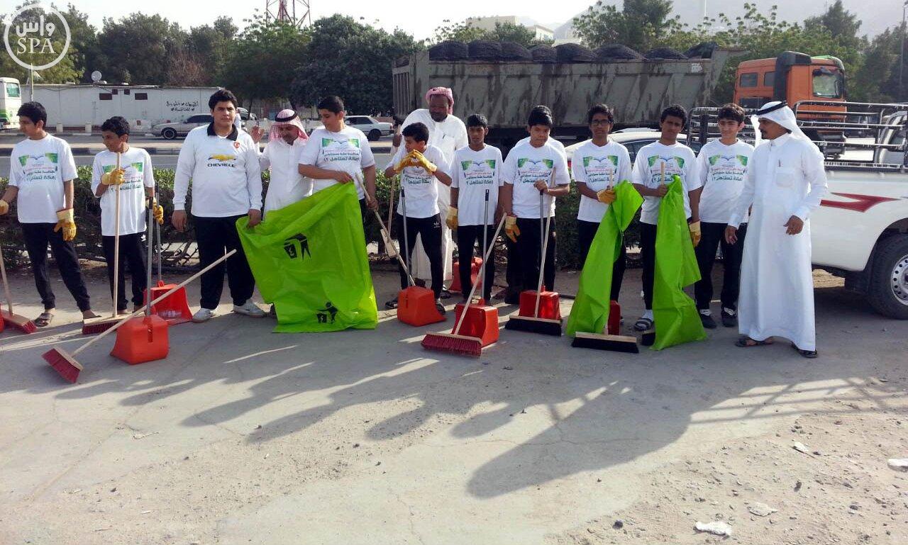 بلدية المعابدة بمكة المكرمة ترافق طلاب المدارس في نظافة الحدائق