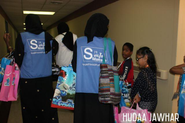 متطوعات فريق صناع الابتسامة يزور مرضى مستشفى جامعة الملك عبدالعزيز
