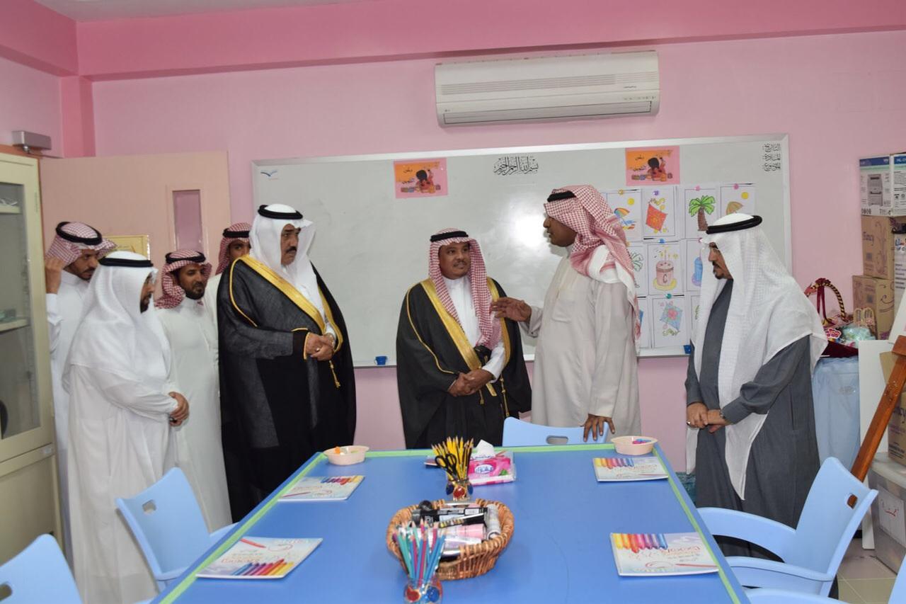 محافظ تيماء يدشن نادي الحي للبنات بالمحافظة