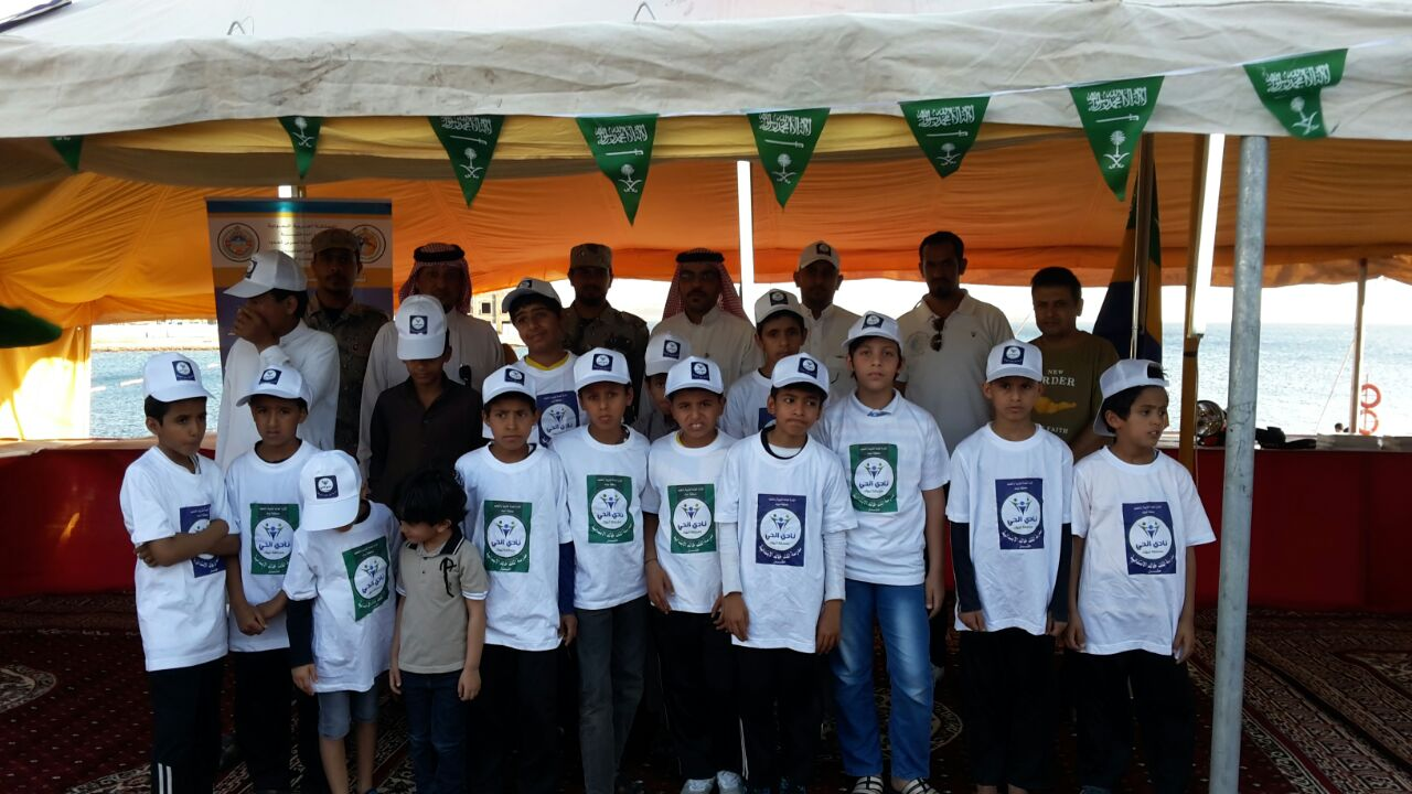 طلاب نادي الحي بمدرسة الملك خالد بحقل يزورون معرض الأمن والسلامة البحري