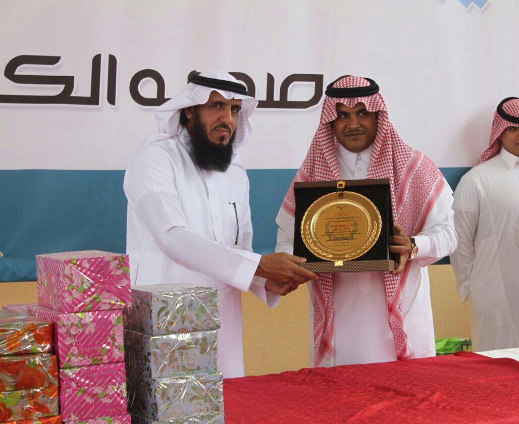 بحضور مدير مكتب التعليم بالعزيزية ابتدائية سمرة بن جندب تحتفل بختام الأنشطة
