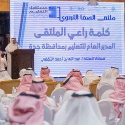 قائد متوسطة الحسن بن علي بجدة يكرم المتميزين في تفعيل بوابة المستقبل
